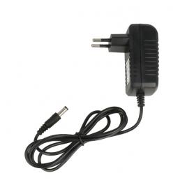 Chargeur à brancher directement sur la batterie (lorsqu'elle est équipée d'une prise de rechargement)